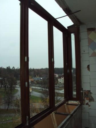 Монтаж деревянных окон и балконов.