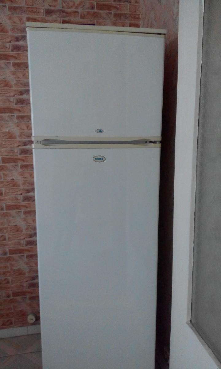 Продается двухкамерный холодильник
