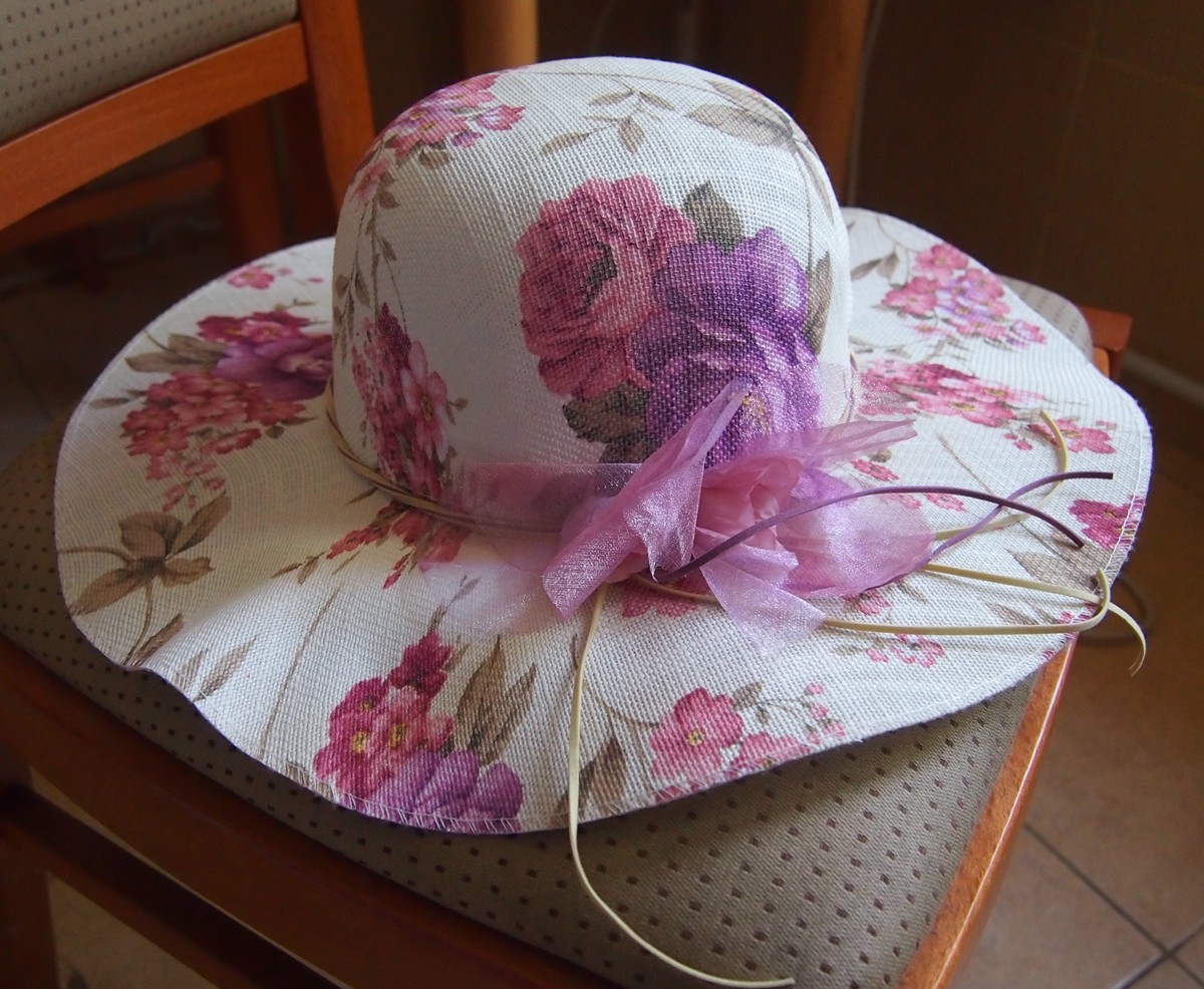 Шляпка новая с цветком и завязками 56 cм