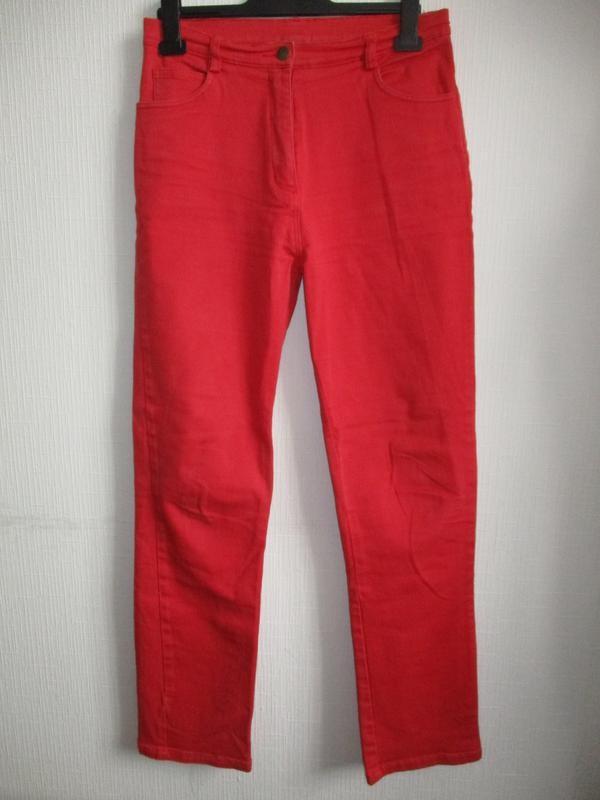 Красные джинсы на высокой талии