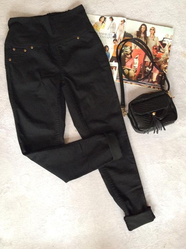 Чёрные джинсы с высокой посадкой