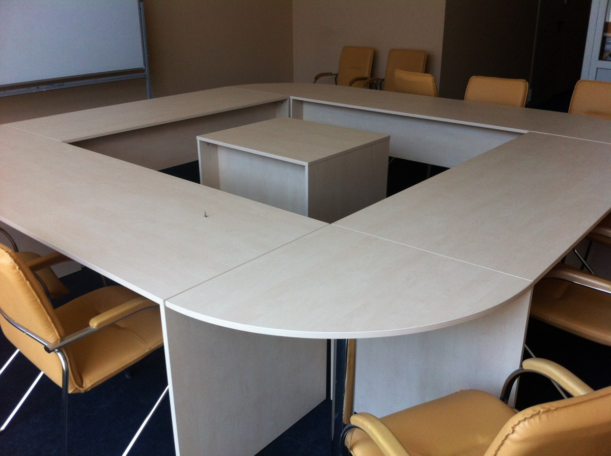 Комплект:  стол для переговоров  + 14 кресел
