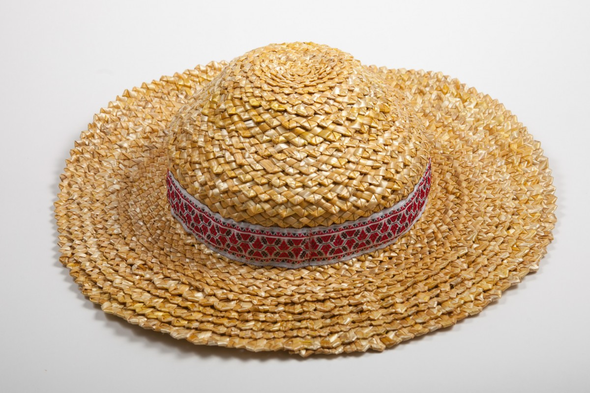 Соломенная шляпа широкополая