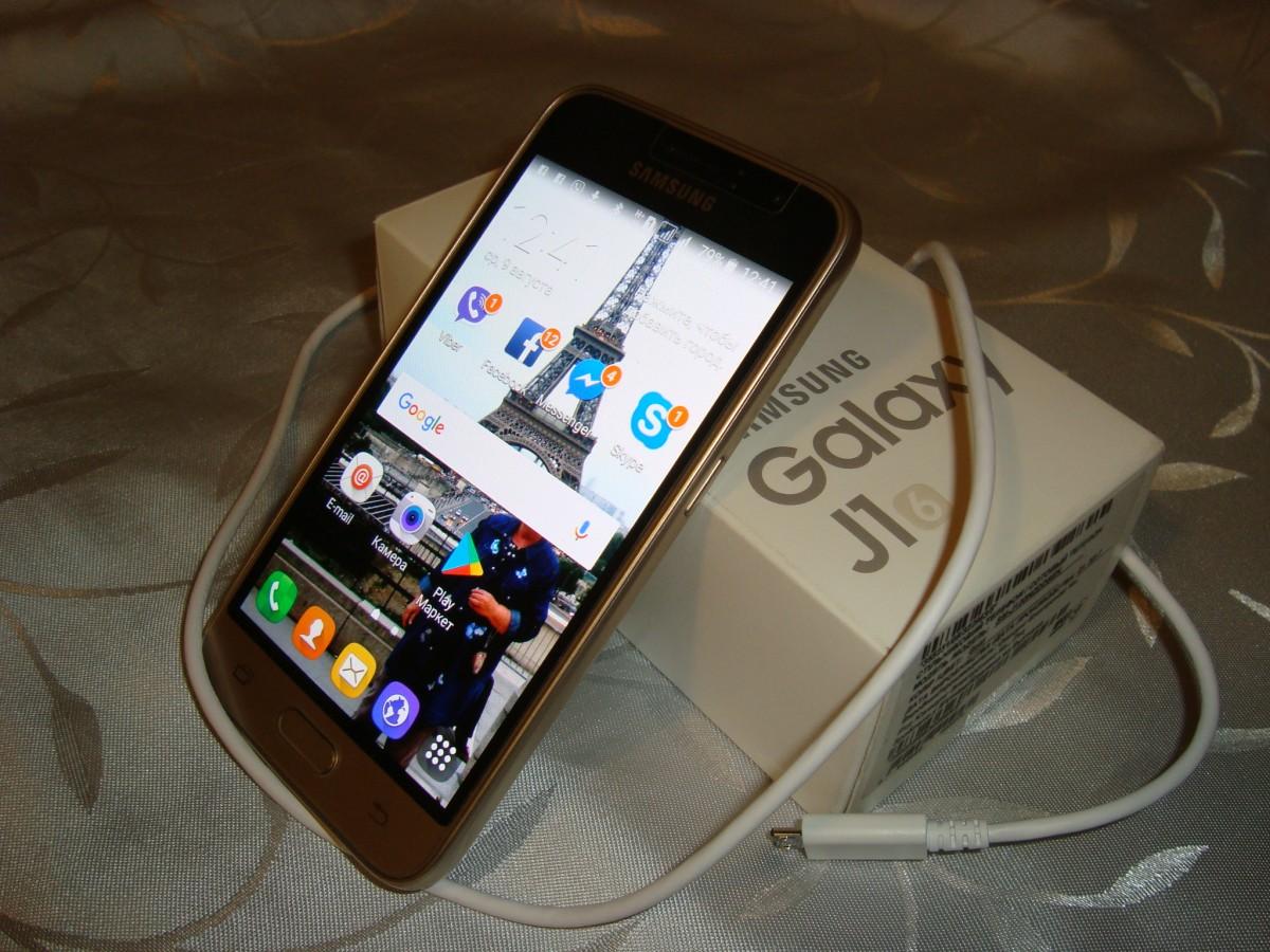 Продам смартфон Samsung Galaxy J1 gold