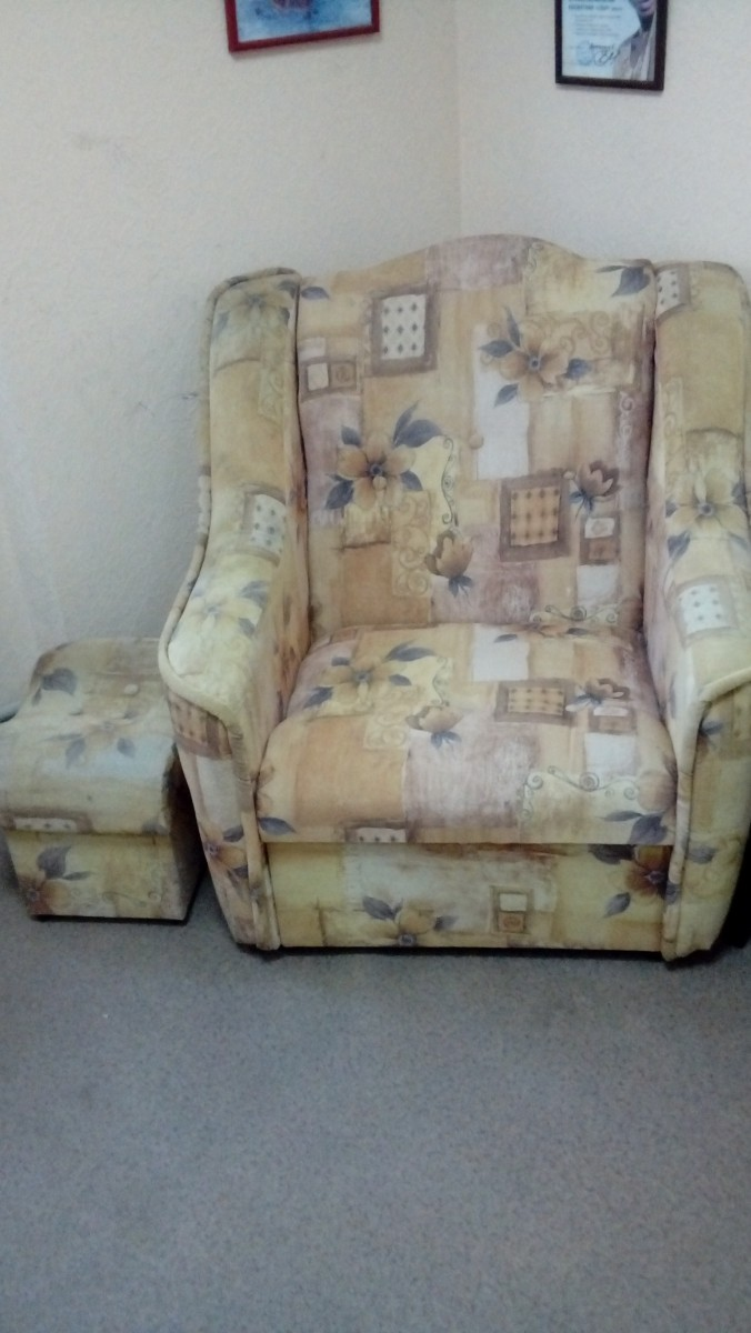 Продам кресло и пуф