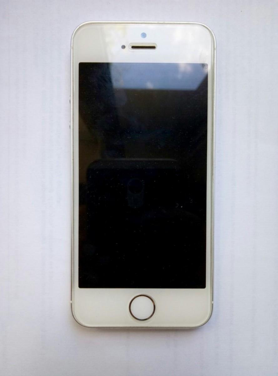 Продам срочно iPhone 5s на 64 гб