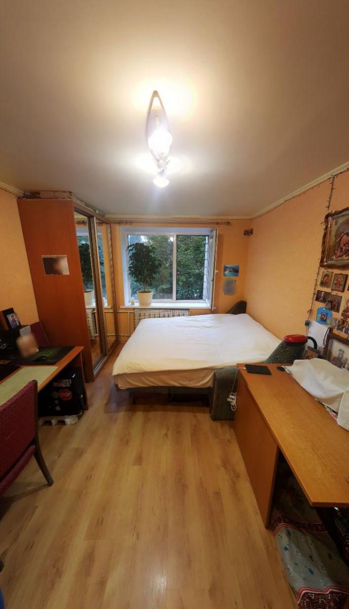 Комнату 17м. возле м. Печерская и Лавры