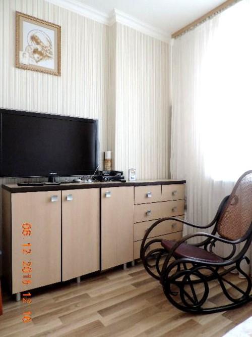 Сдам трехкомнатную квартиру Саперная Слободка, Науки 30