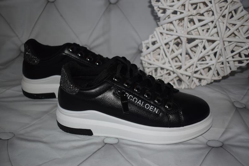 Сникерсы, кроссовки, кеды туфли на белой подошве