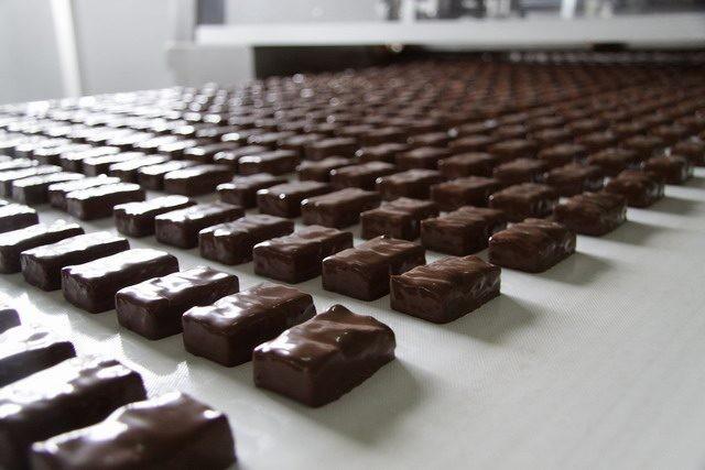 Работа в Польше упаковка конфет на фабрике