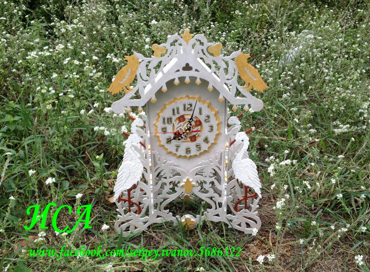 Часы с журавлями