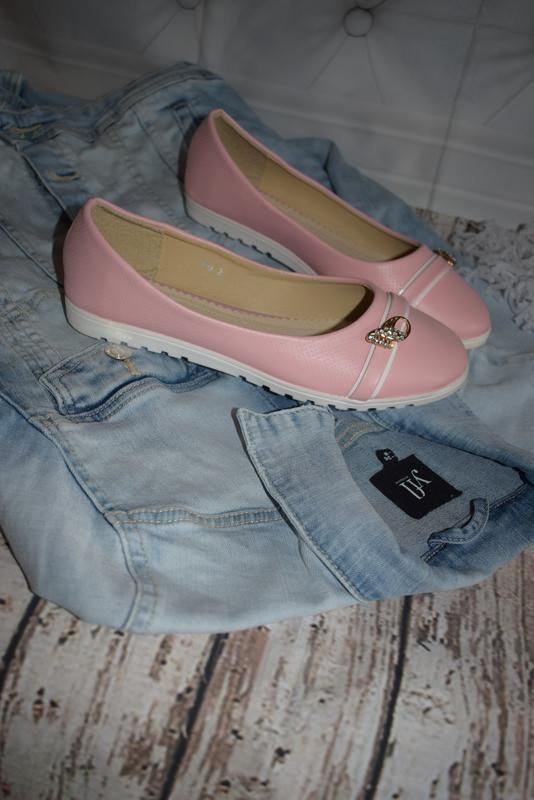 Розовый балетки, туфли, балеточки с украшением на белоё подошве 37,38,