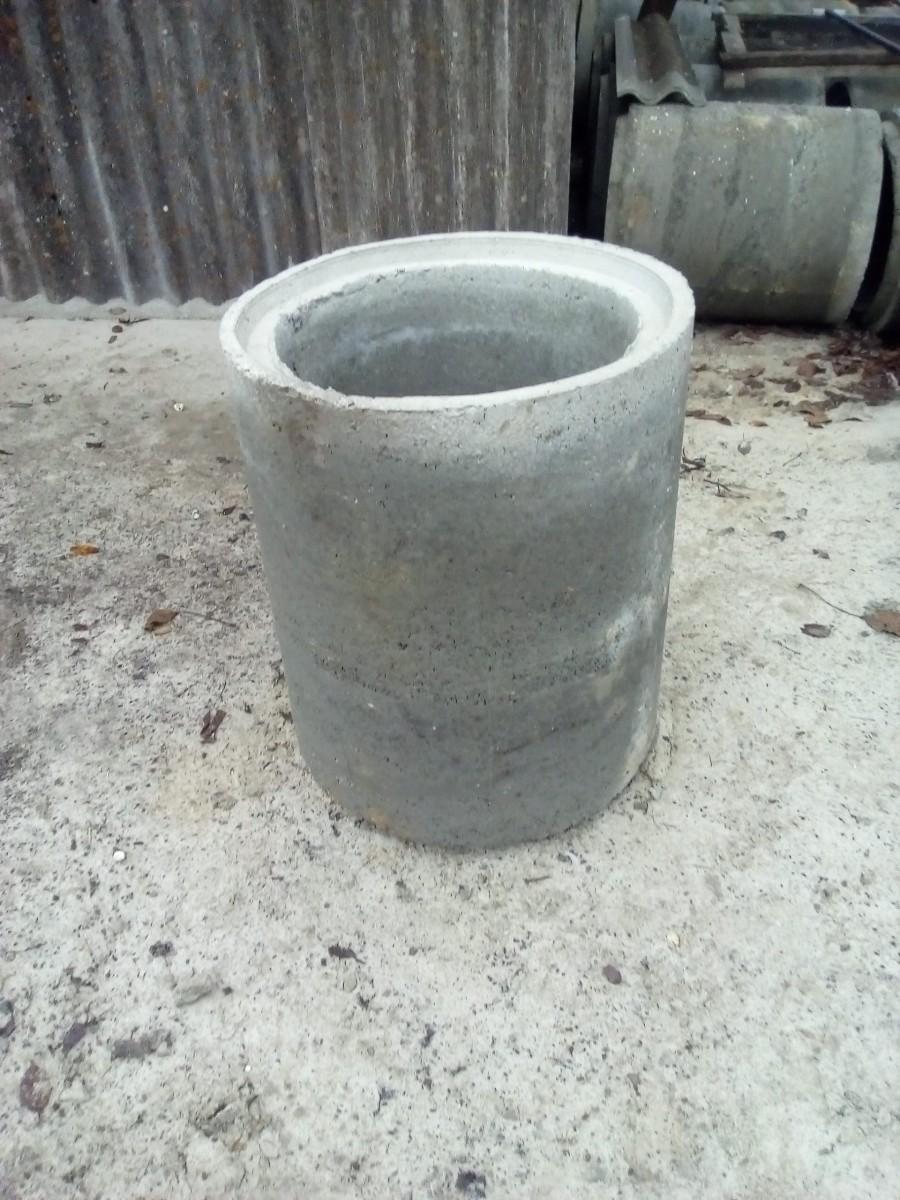 Бетонні кільця для поглиблення та копання криниць