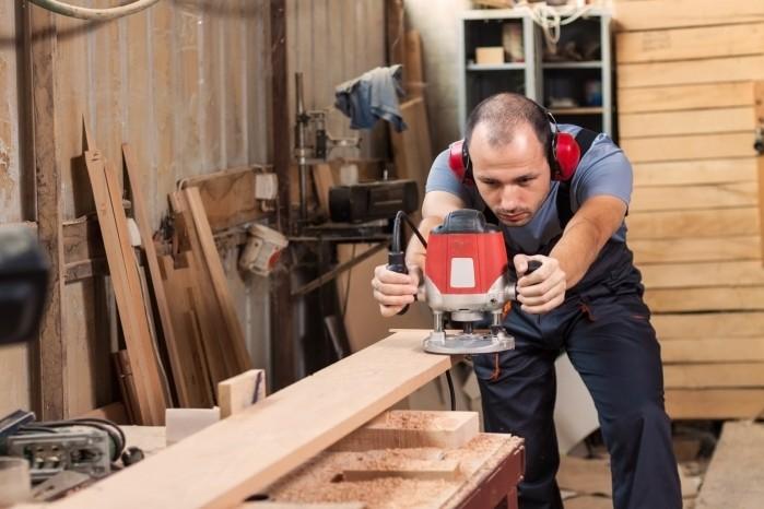 Столяр в Польшу на строительные работы