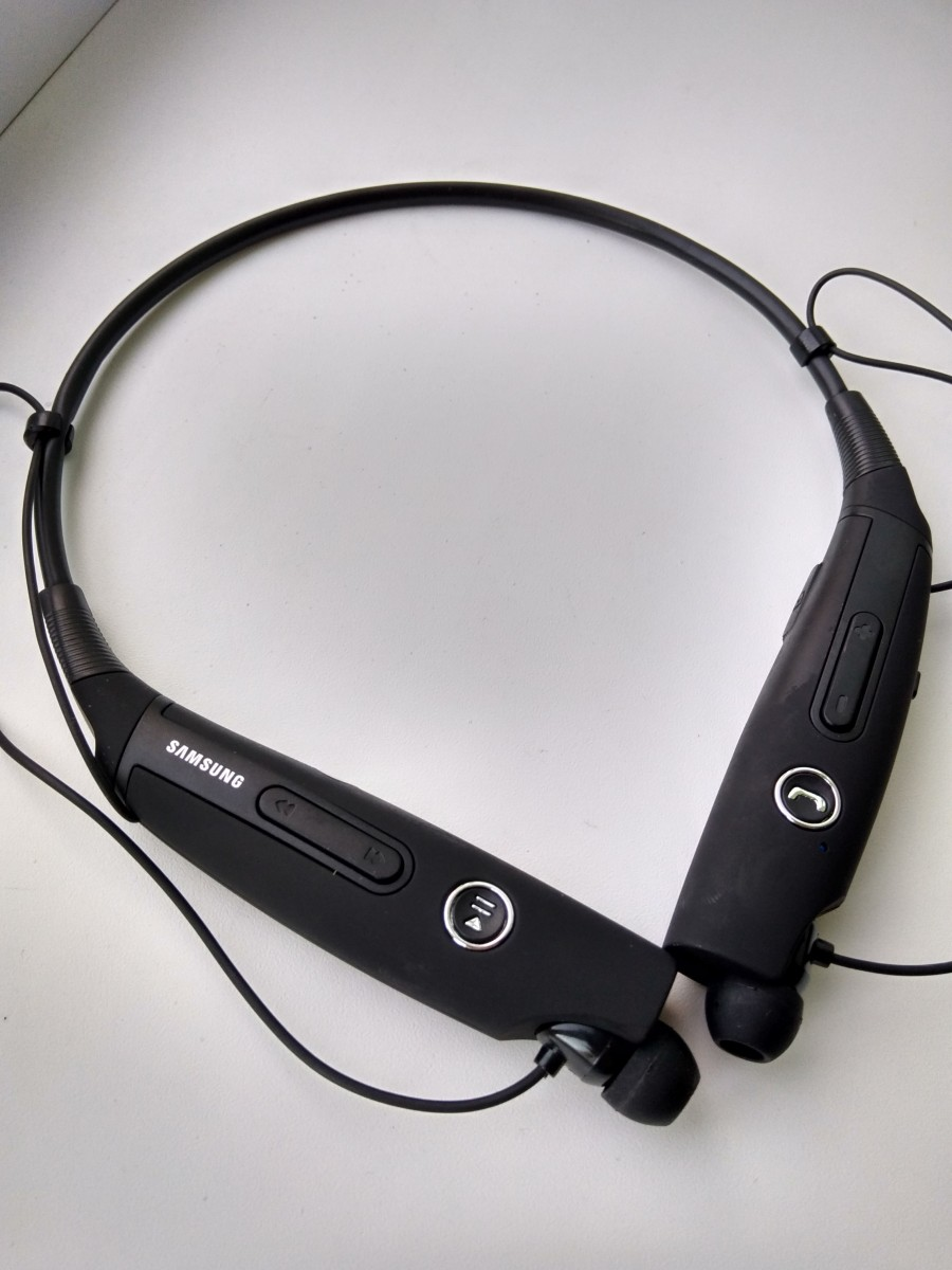 Bluetooth наушники.