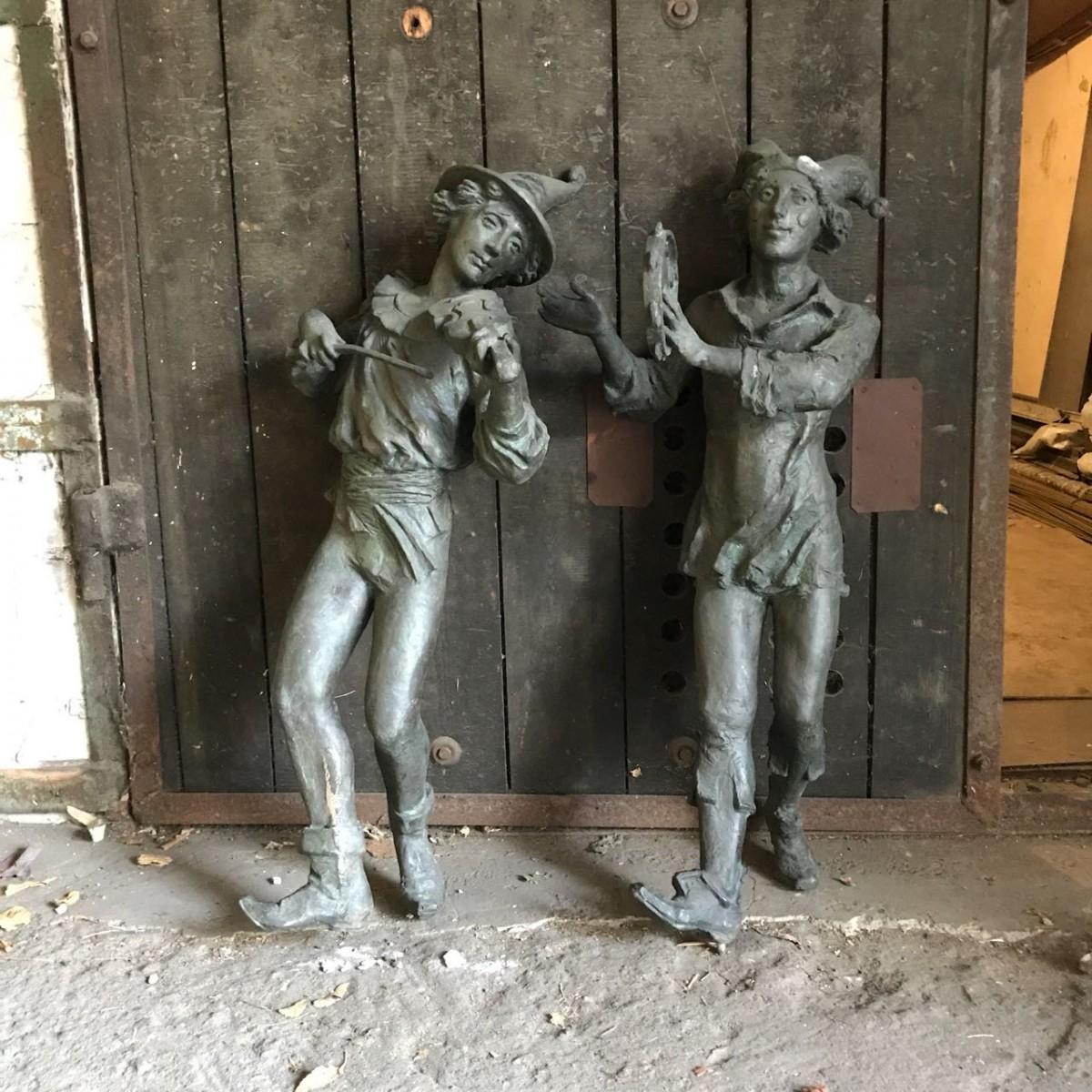 Продам медные статуи музыкальных эксцентриков средневековья