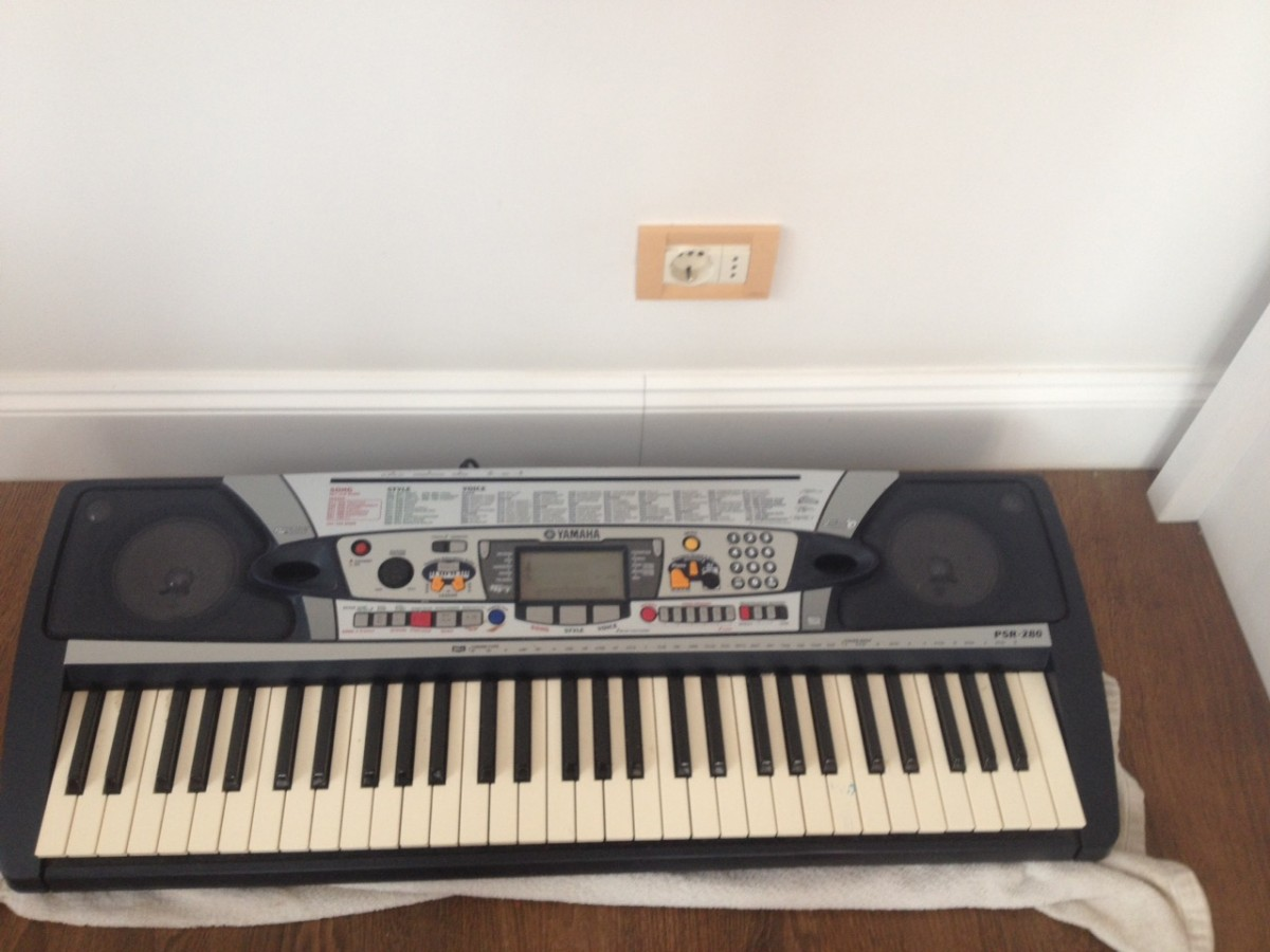 Продам синтезатор YAMAHA