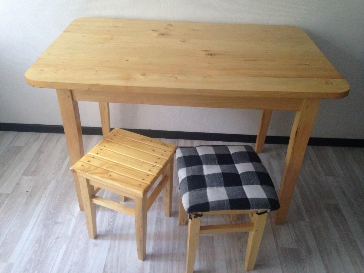 Деревянный стол + 4 табуретки