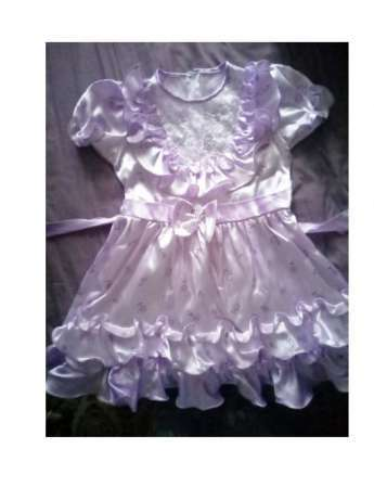 Лиловое платье для девочки с рюшами и бантиком на спинке