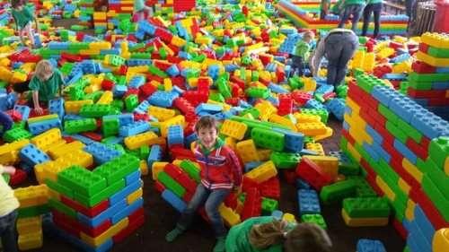 Рабочий на фабрику игрушек в Польше