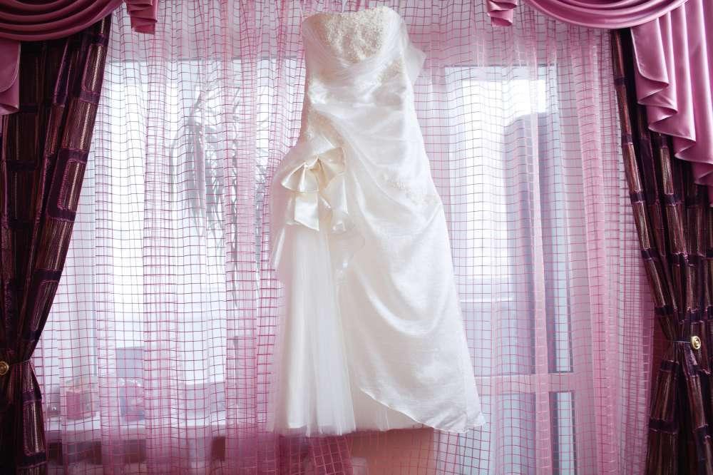 Красивое нежное свадебное платье + кольца для платья в подарок