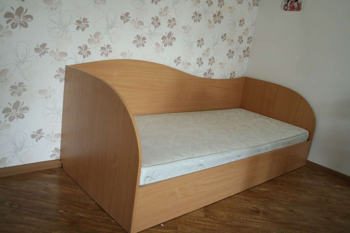 кровать с матрасом односпальная