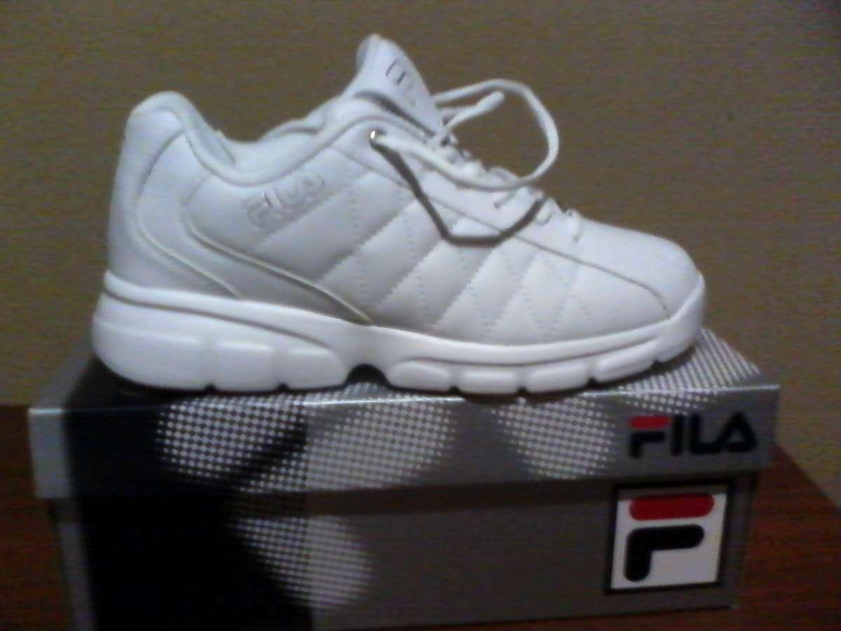 Продам кроссовки FILA новые, привезены из Америки, р41 и 42