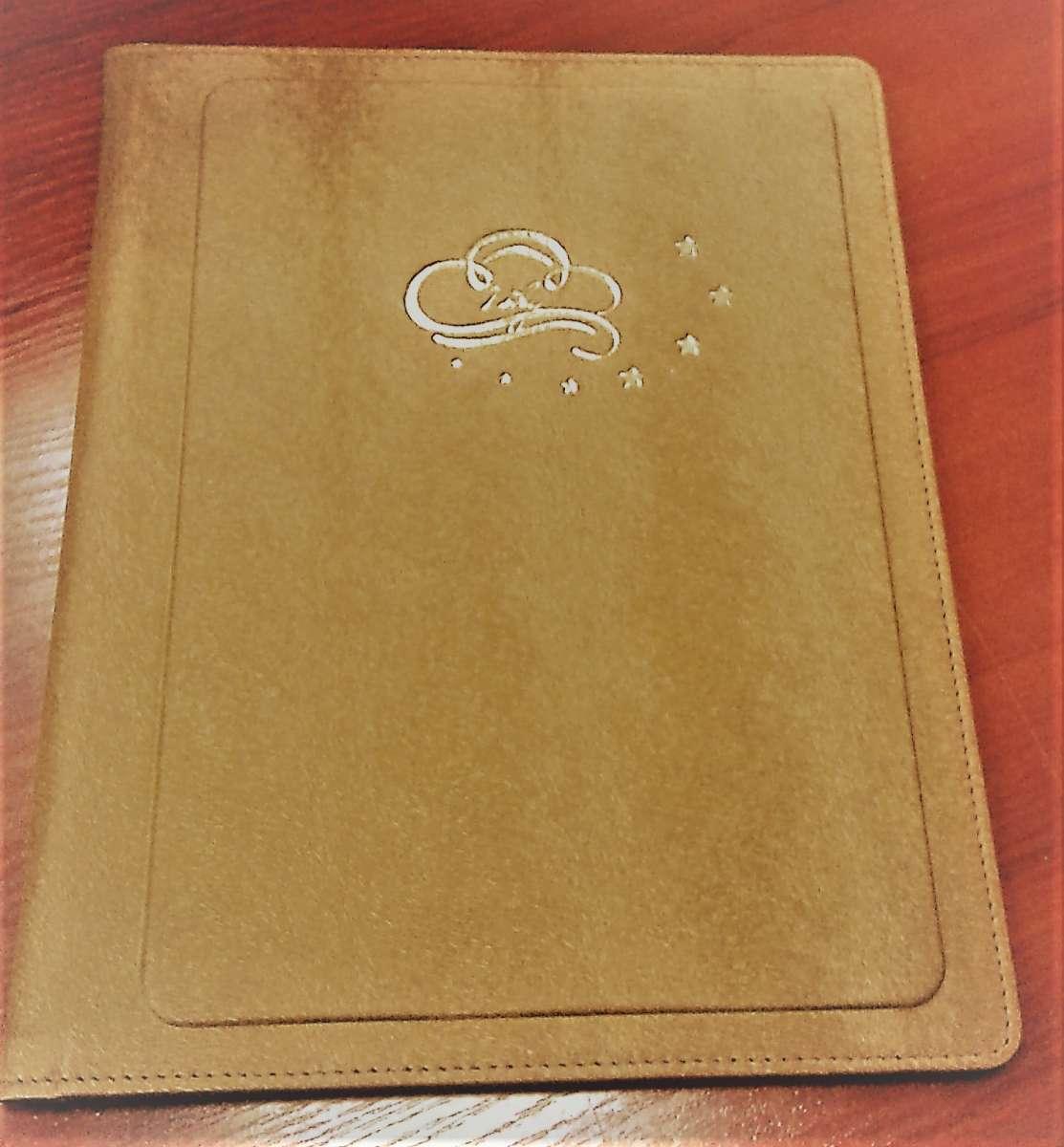 Меню, папки-меню для ресторанів, гостеві книги, директорії для готелів