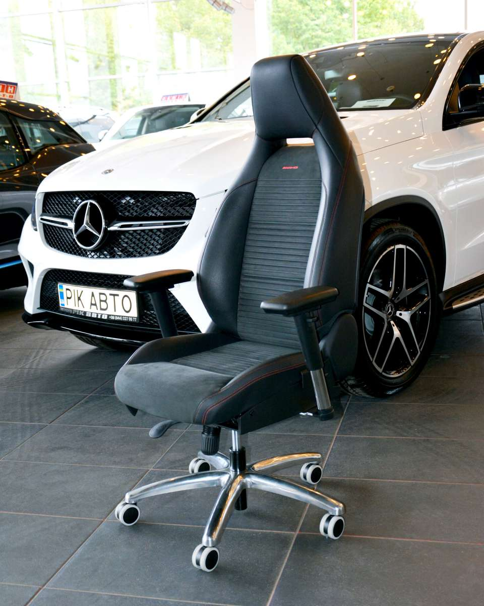 Офисное кресло из оригинально сидения авто Mercedes CLA AMG