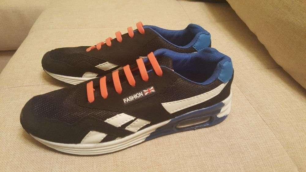 Продам новые женские беговые кроссовки 39р