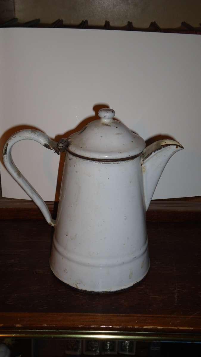 Чайник белого цвета