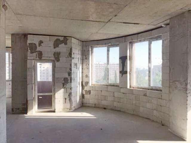 Продам 3-х комнатную в сданном доме в Приморском районе.