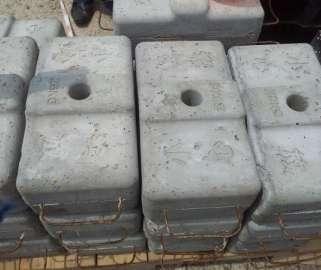 Працівники на завод по виробництву бетонних блоків