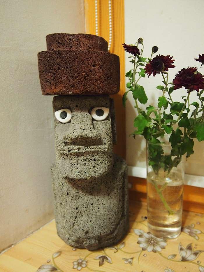 Настоящий моаи, сделанный на остове Пасхи из вулканического туфа