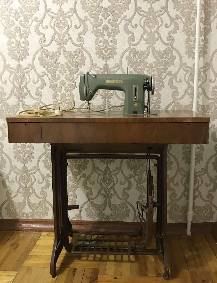 Швейная машинка Минерва - 124 с ножным приводом