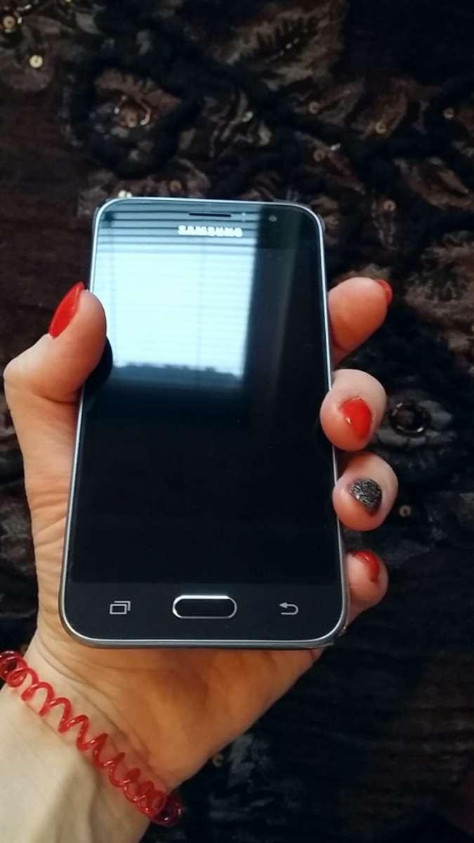 Продам смартфон Samsung Galaxy j1. Андроид6.