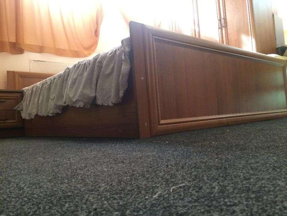 Двуспальная кровать с матрасом (белая)