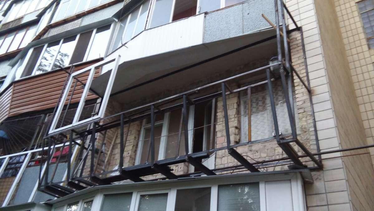 Обшивка балконов и лоджий под ключ