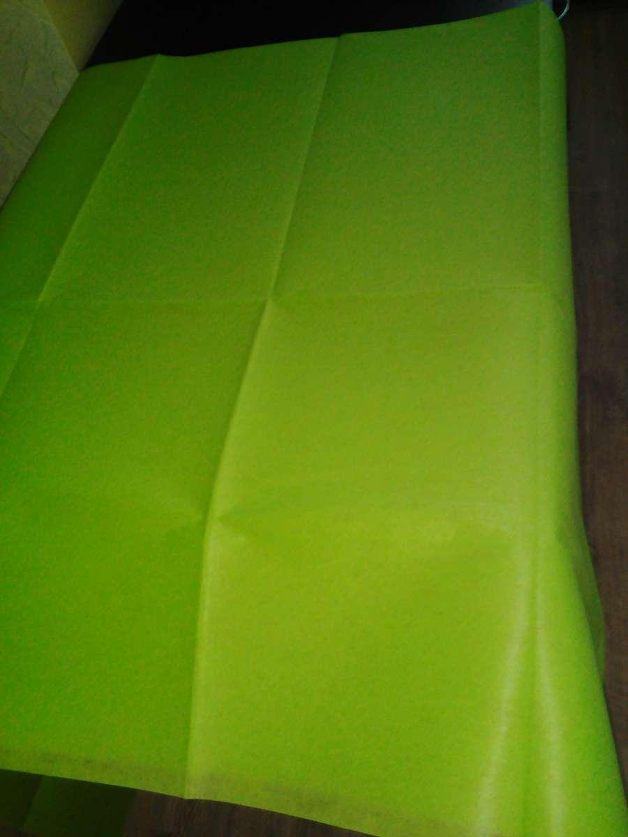 Скатерть одноразовая, ярко зеленого цвета, размер 140х175