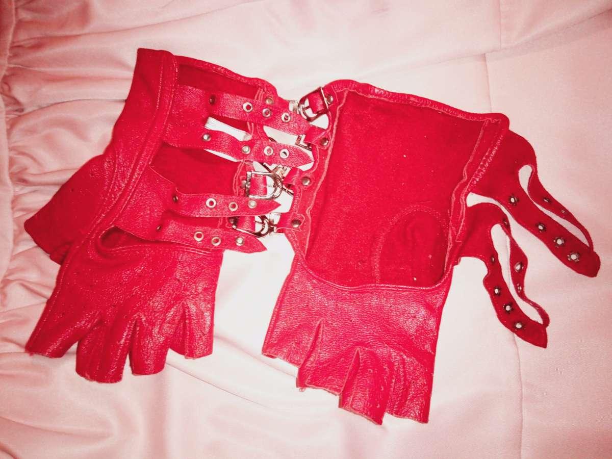 3519ff1b7ef Продам кожаные перчатки красного цвета  Договорная - Мода и стиль ...