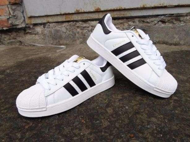 Кроссовки Adidas Superstar.