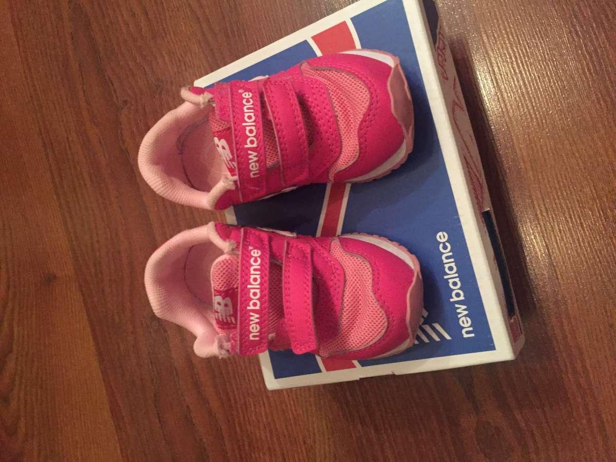 Продам  фирновые кроссовки