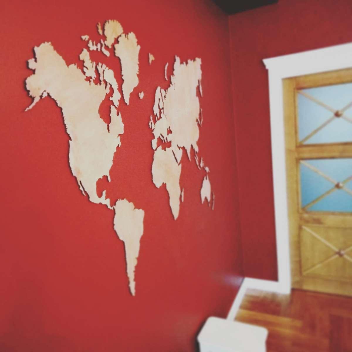 Карта мира из дерева / Подарок путешественнику / Деревянный декор