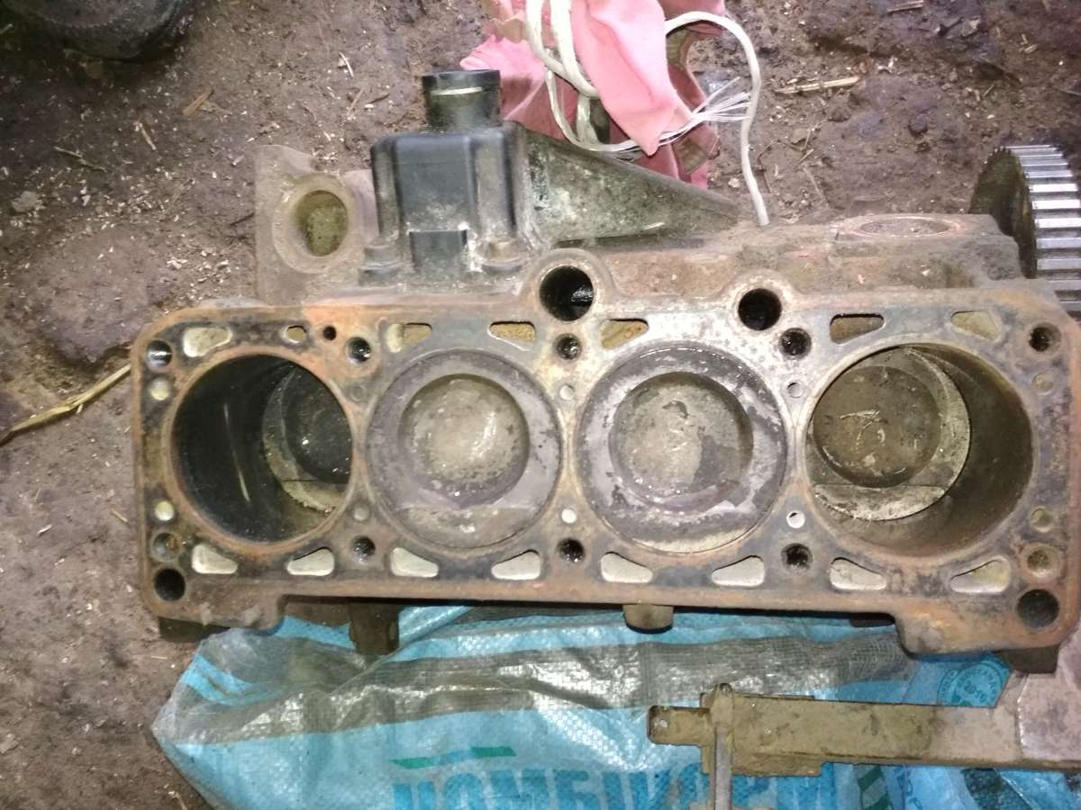 Б/у блок двигателя для Volkswagen Passat B3 1,8 бензин