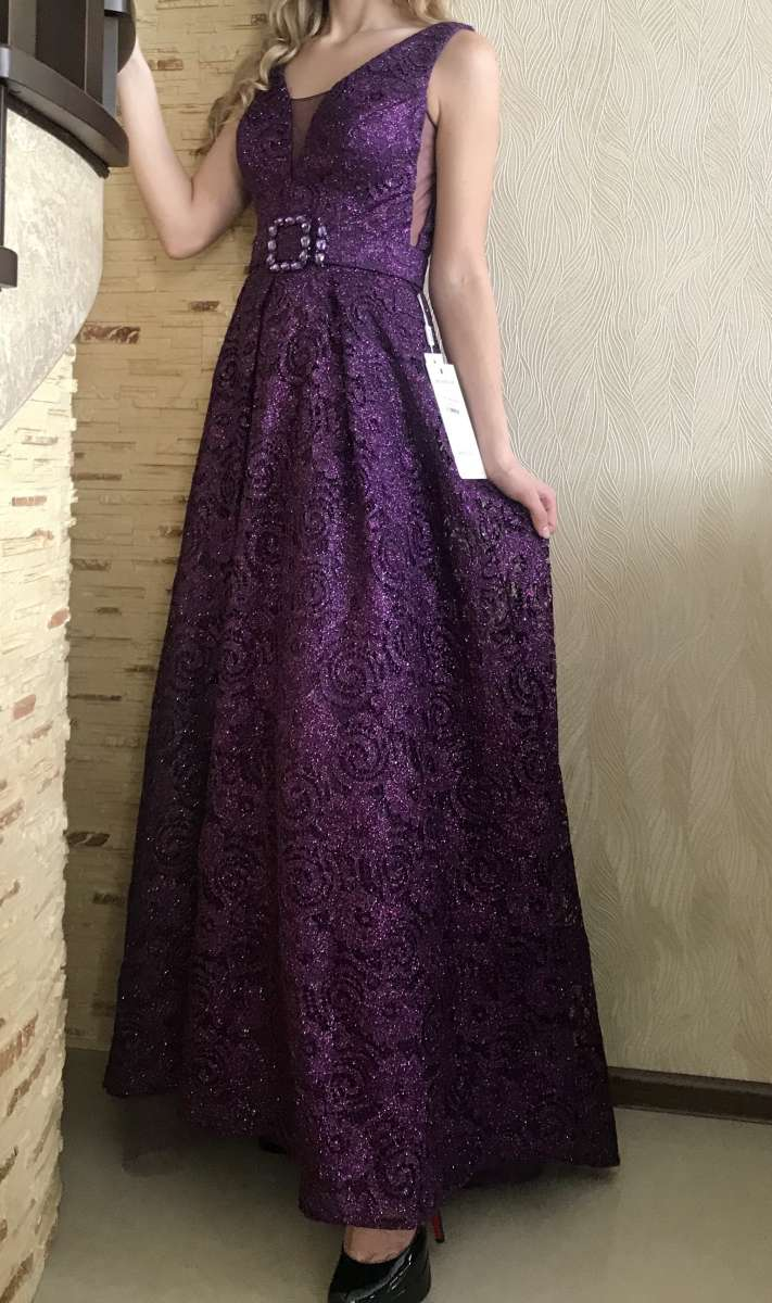 Продаётся новое вечернее платье