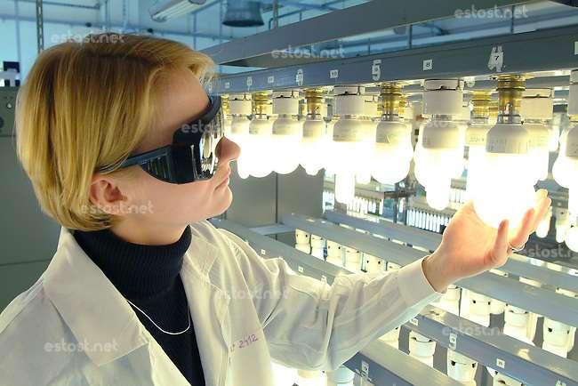 Работник на производство Philips Lighting (Польша)