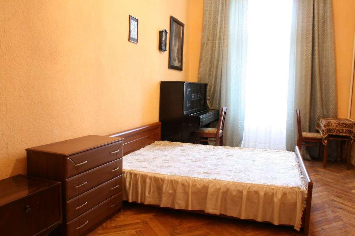 Однокомнатная квартира в центре Киева, ул. Хмельницкого Богдана 36