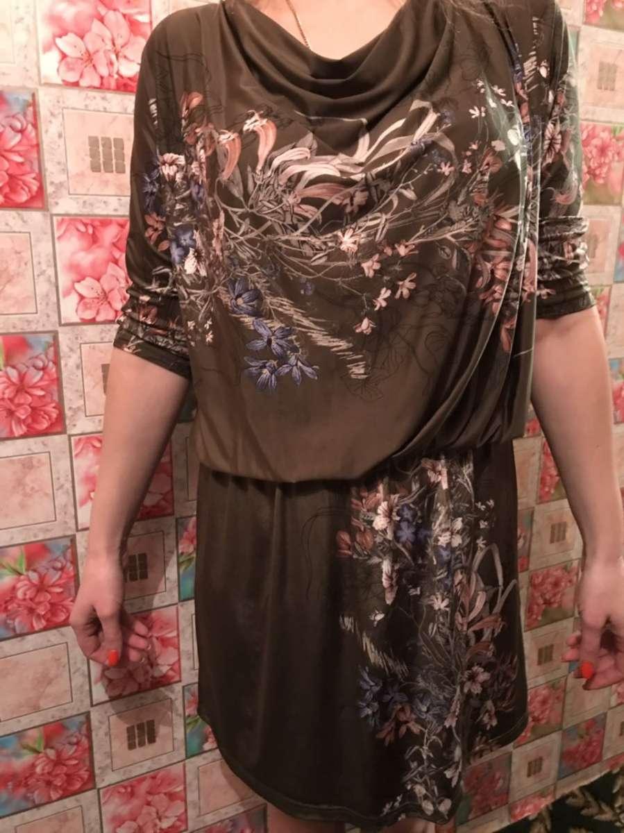 Платье идеально на фигуре бутылочного цвета