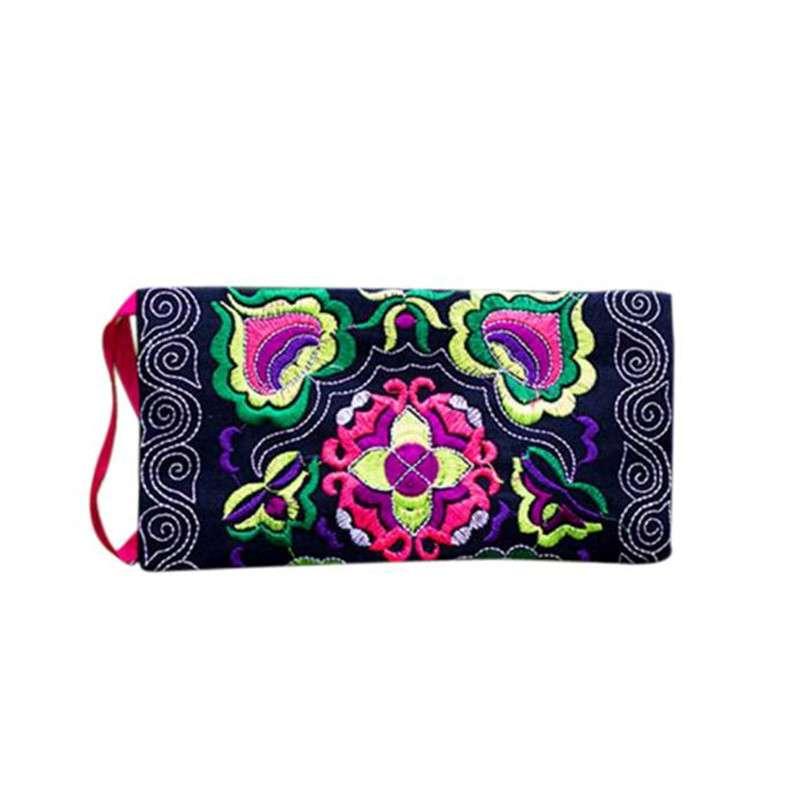 Маленькая сумочка клатч клач с этнической вышивкой