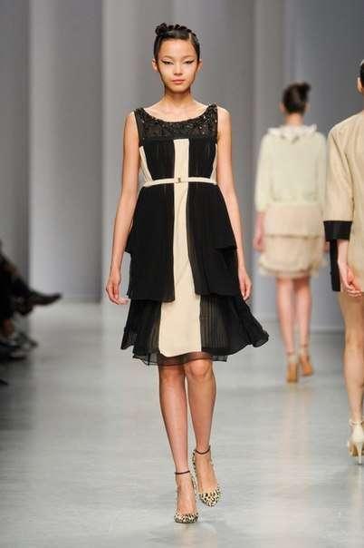 Очаровательное платье длины миди Antonio Marras